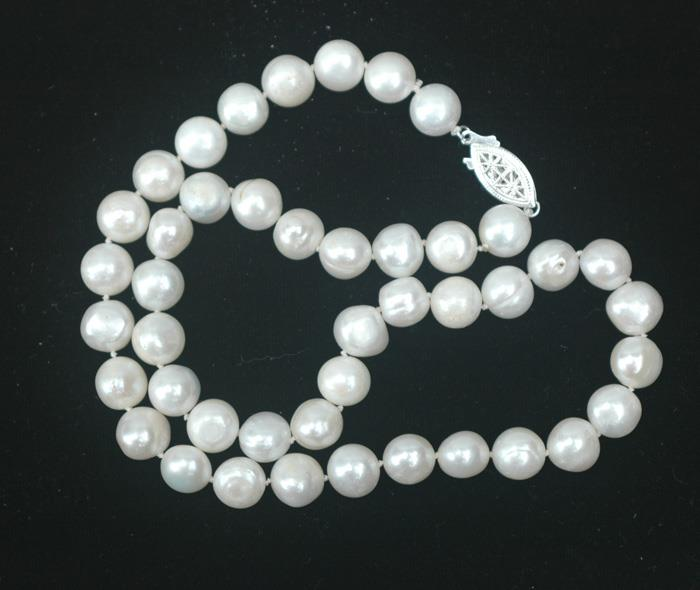 Image for 9.5mm Fresh water pearls 18 inch white